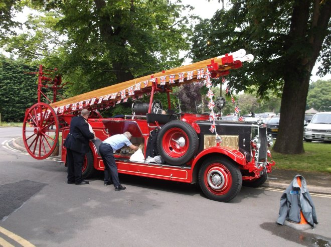 Vivien the Fire engine at March Carnival 2016